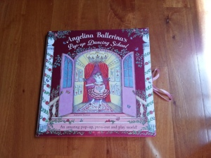 Angelina Ballerina's Pop-up Dancing School